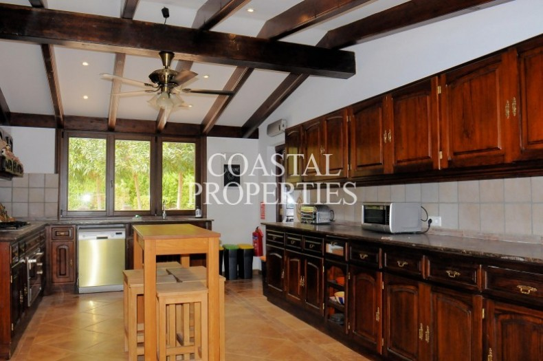 Property for Sale in Exceptional 5 bedroom, 5 bathroom Villa for sale with holiday rental license in Puigpunyent, Mallorca, Spain